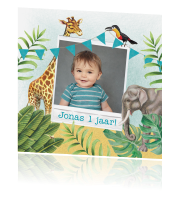 Illustratieve uitnodigingskaart in jungle-thema met polaroid